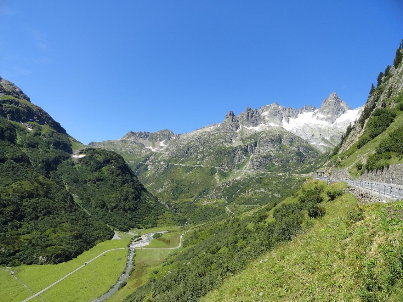 스위스 자동차 여행, 마이엔로이스(Meienreuss)강이 흐르는 계곡을 따라 달리는 수스텐 패스(Susten PASS), Image - Adrian Michael