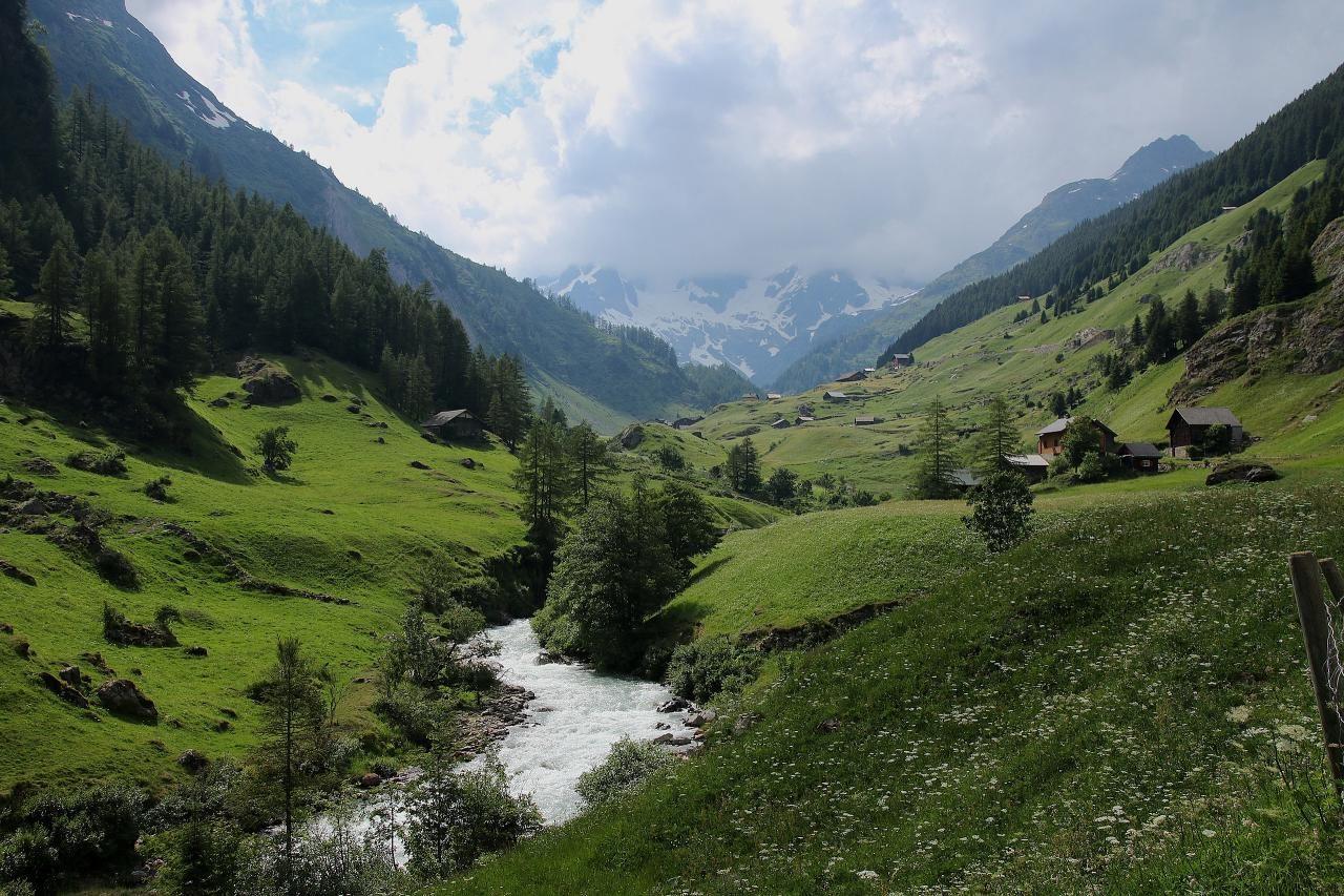 스위스 자동차 여행, 마이엔로이스(Meienreuss)강이 흐르는 계곡 풍경, Image - Hp.Baumeler