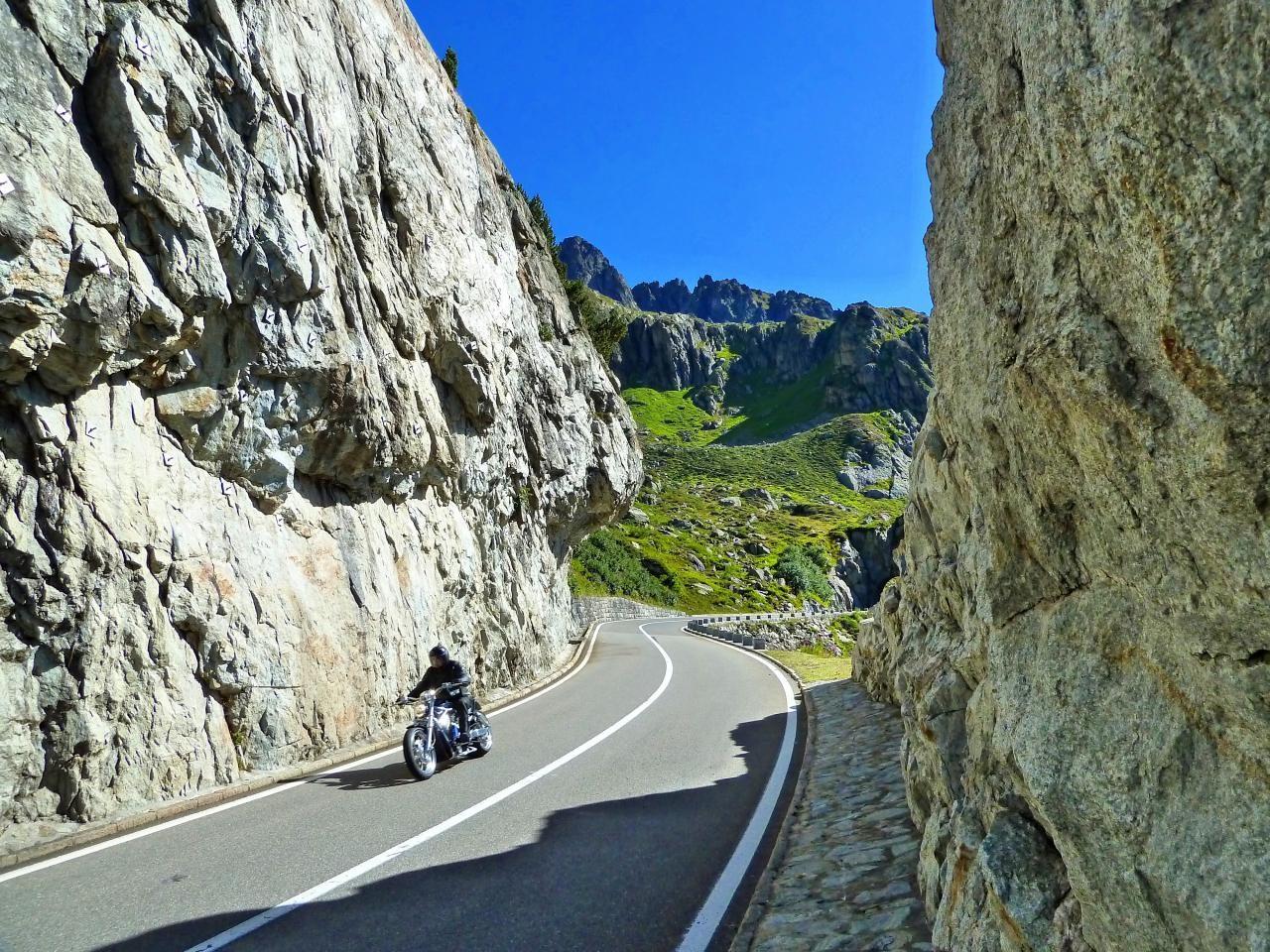 스위스 자동차 여행, 수스텐 패스(Susten PASS)를 달리는 오토바이, switzerland, Image - xuuxuu