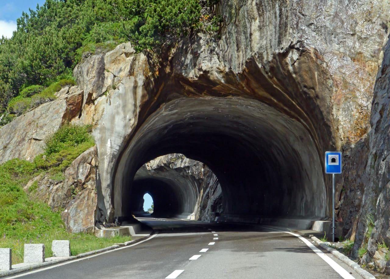 스위스 자동차 여행, 수스텐 패스(Susten PASS)를 지나는 터널, switzerland, Image - hpgruesen