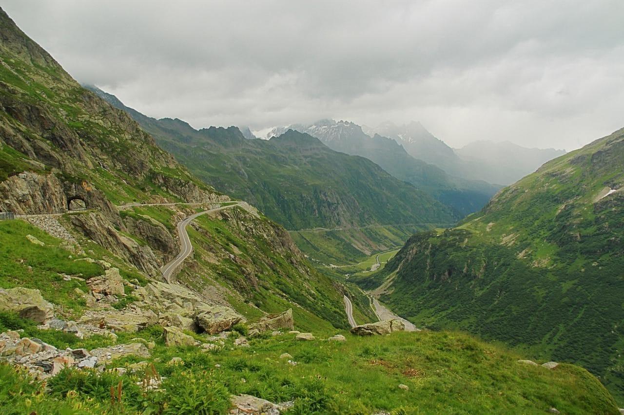 스위스 자동차 여행, 수스텐 패스(Susten PASS)에서 바라본 마이엔 계곡(Meien Valley, Meiental) 쪽의 수스텐 패스(Susten PASS), Image - Ximonic
