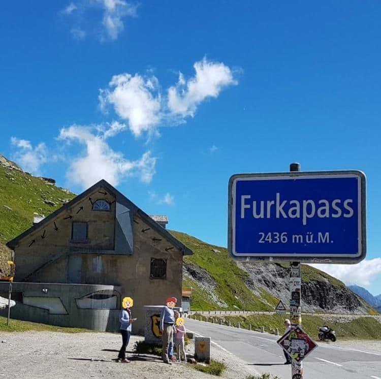 스위스 자동차 여행, 푸르카 패스 정상을 알리는 표지판, Image - Nebojsa Dejanovic