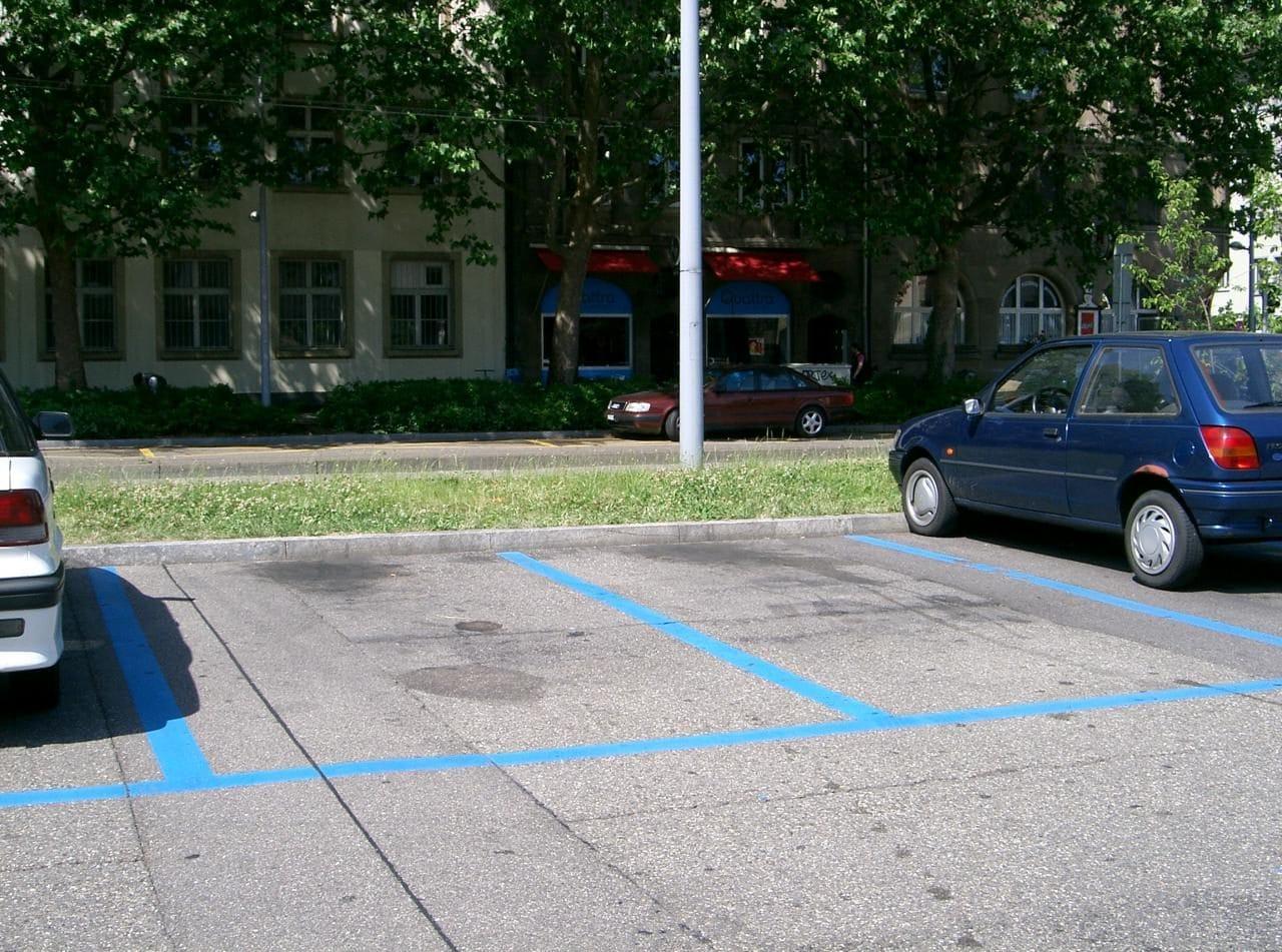 스위스 주차장 중 무료 주차 가능한 블루 라인, Blue Disc Parking Area, Image - Spsmiler