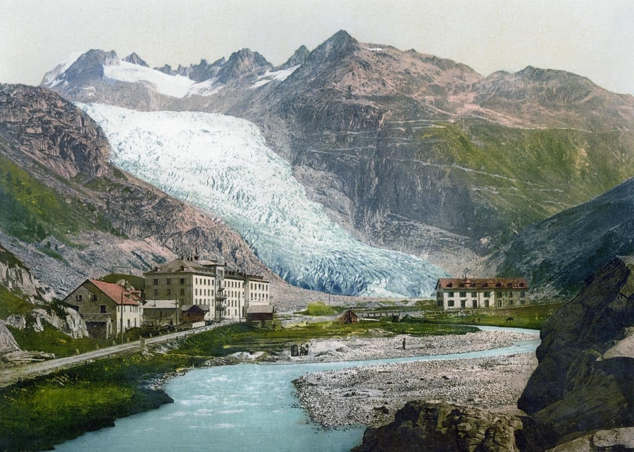 스위스 푸르카  패스r가 끝나는 글레취(Gletsch)에서 볼 수 있었던 론 빙하(rhone-glacier), 여기 빙하에서 녹은 물이 지중해까지 흘러가는 론 강이 된다, Image - WikiImages