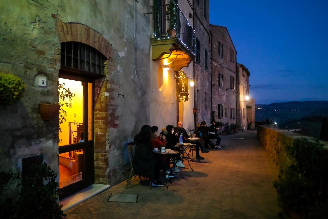 유럽 이탈리아 자동차여행_피엔차(Pienza) 발도르차 평원을 보면 마시는 커피 한잔 카페 앞, Image - Choi dongsoon