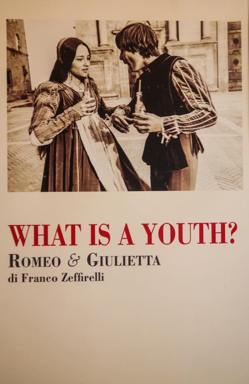 유럽 이탈리아 자동차여행_피엔차(Pienza) 피콜로미니 궁전(Palazzo Piccolomini) 내부의 로미오와 줄리엣 포스터, Image - Choi dongsoon-0213