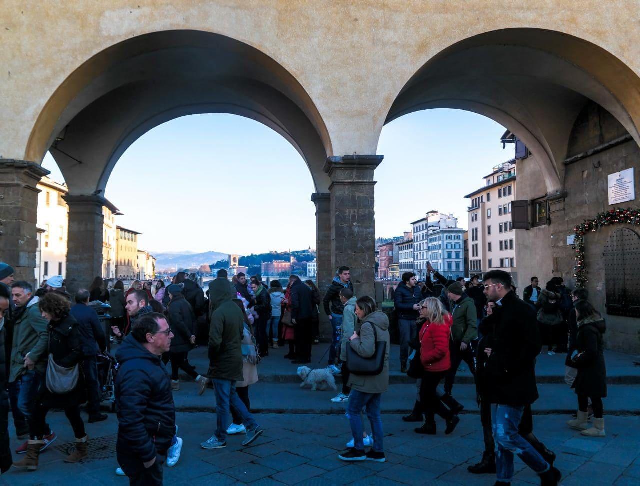 이탈리아 여행, 피렌체, 베키오다리(Ponte Vecchio)의 여행객들, Image - Choi dongsoon
