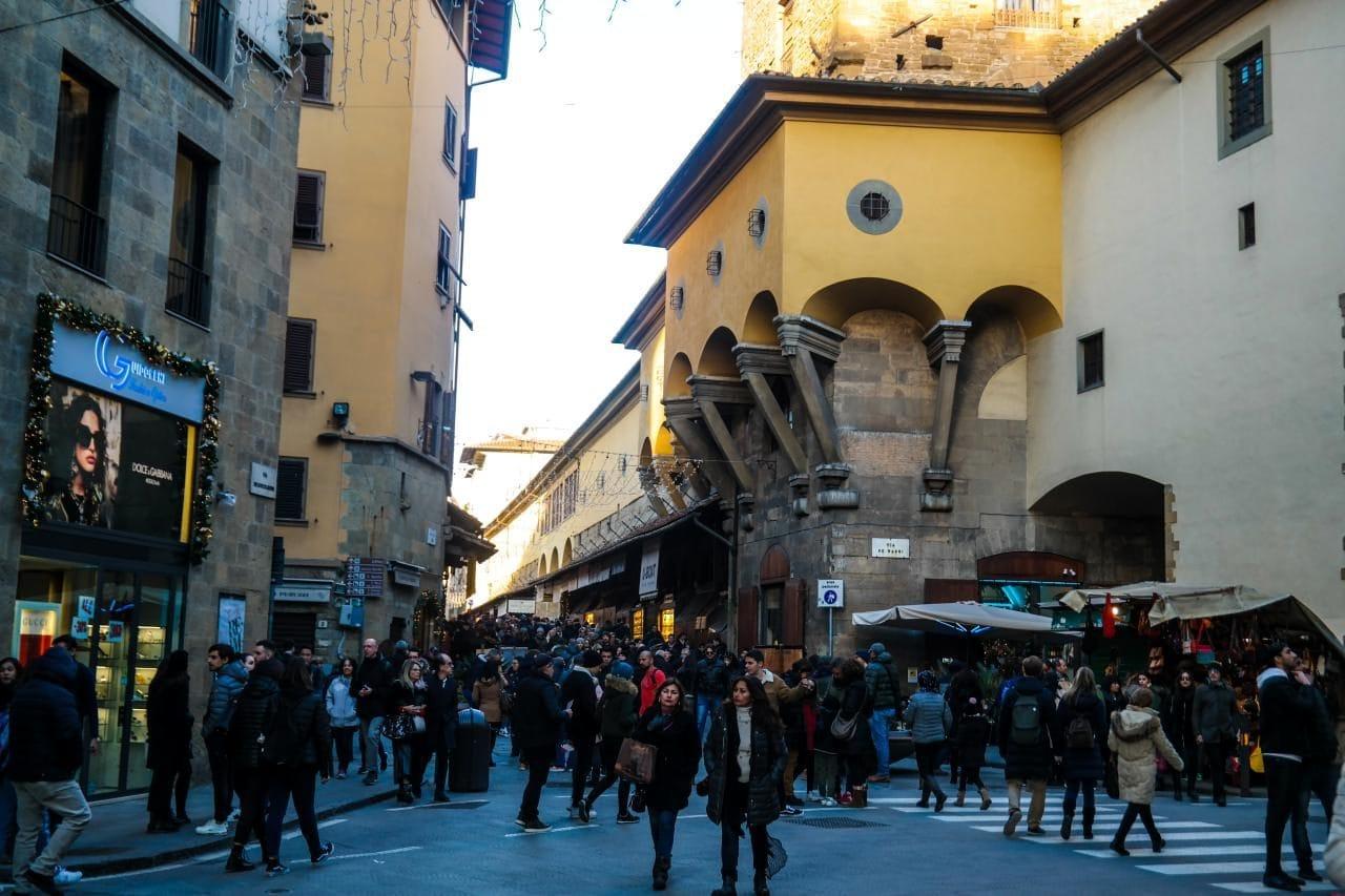 이탈리아 여행, 피렌체, 베키오다리(Ponte Vecchio) 입구,  피티궁전(Pitti Palace) 방향에서 바라본 풍경, Image - Choi dongsoon