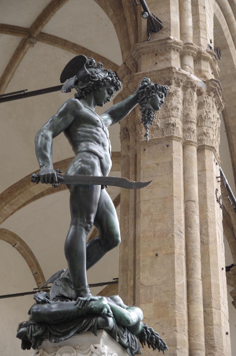 이탈리아 여행, 피렌체, 벤베누토 첼리니(Benvenuto Cellini)의 메두사의 머리를 들고 있는 페르세우스, Perseus with the Head of Medusa, under Loggia dei Lanzi, Florence, Image - Paolo Villa