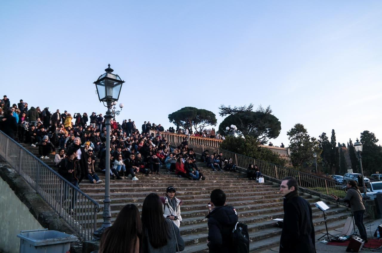 이탈리아 여행, 피렌체 야경이 아름다운 미켈란첼로 광장, 공연을 기다리는 사람들, Image - Choi dongsoon