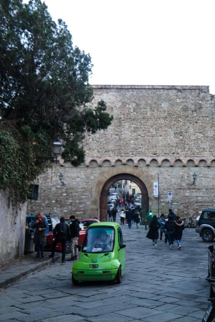이탈리아 여행, 피렌체 야경이 아름다운 미켈란첼로 광장, 광장으로 가능 길의 산 미니아토 피아제타(Piazzetta di San Miniato), Image - Choi dongsoon
