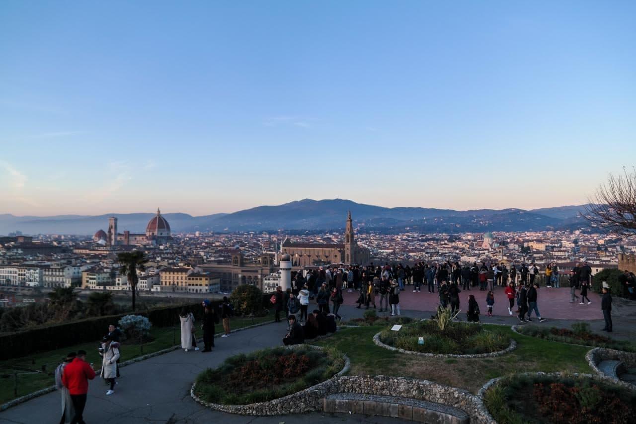 이탈리아 여행, 피렌체 야경이 아름다운 미켈란첼로 광장, 광장의 사람들 그리고 피렌체 시내 풍경, Image - Choi dongsoon