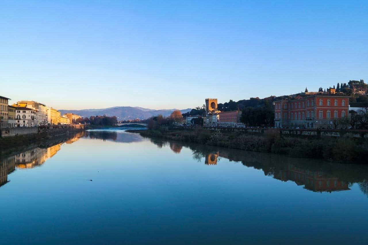 이탈리아 여행, 피렌체 야경이 아름다운 미켈란첼로 광장, 미켈란첼로광자응로가던 길에 베키오다리 건너편 다리인 알레 그라지에다리(Ponte alle Grazie)에서 담아본 풍경, Image - Choi dongsoon