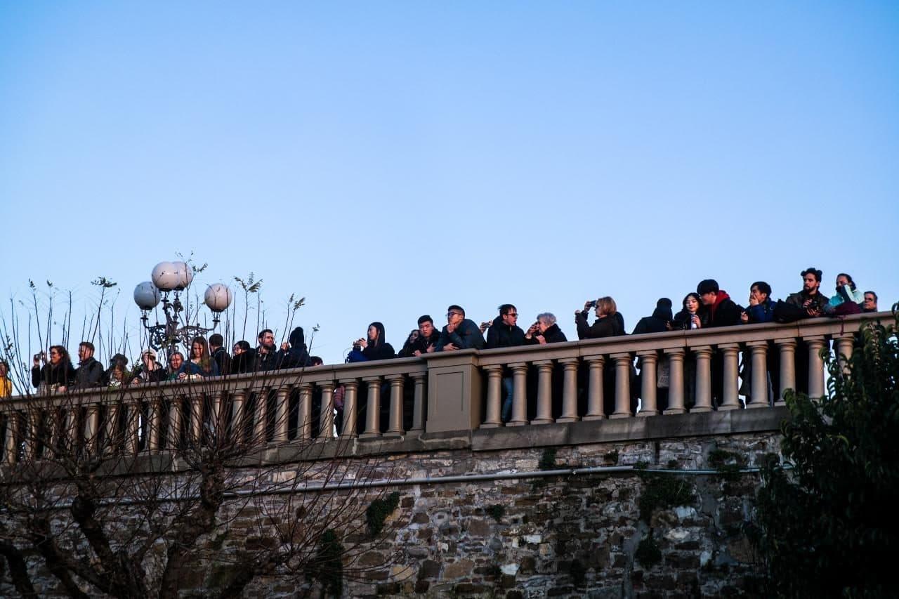 이탈리아 여행, 피렌체 야경이 아름다운 미켈란첼로 광장, 야경을 보는 사람들, Image - Choi dongsoon