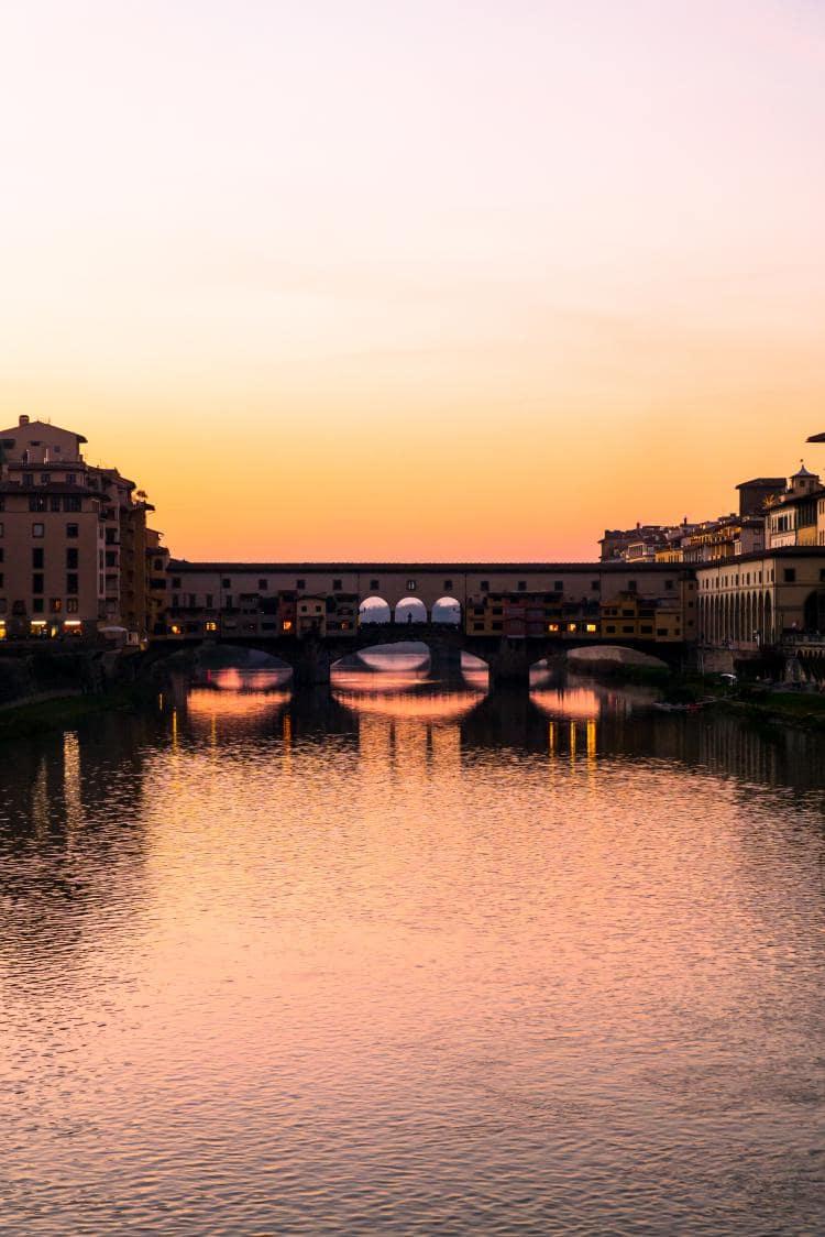이탈리아 여행, 피렌체 야경이 아름다운 미켈란첼로 광장, 황혼 무렵의 베키오다리 세로사진, Image - Choi dongsoon
