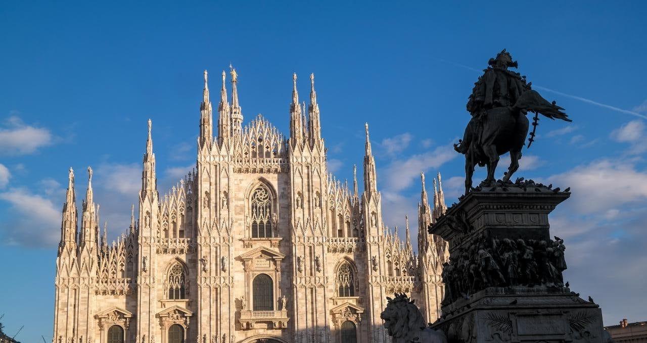 이탈리아 자동차 여행, 밀라노대성당 광장에서 바라 본 두우모 전경, Image by Happist-8625