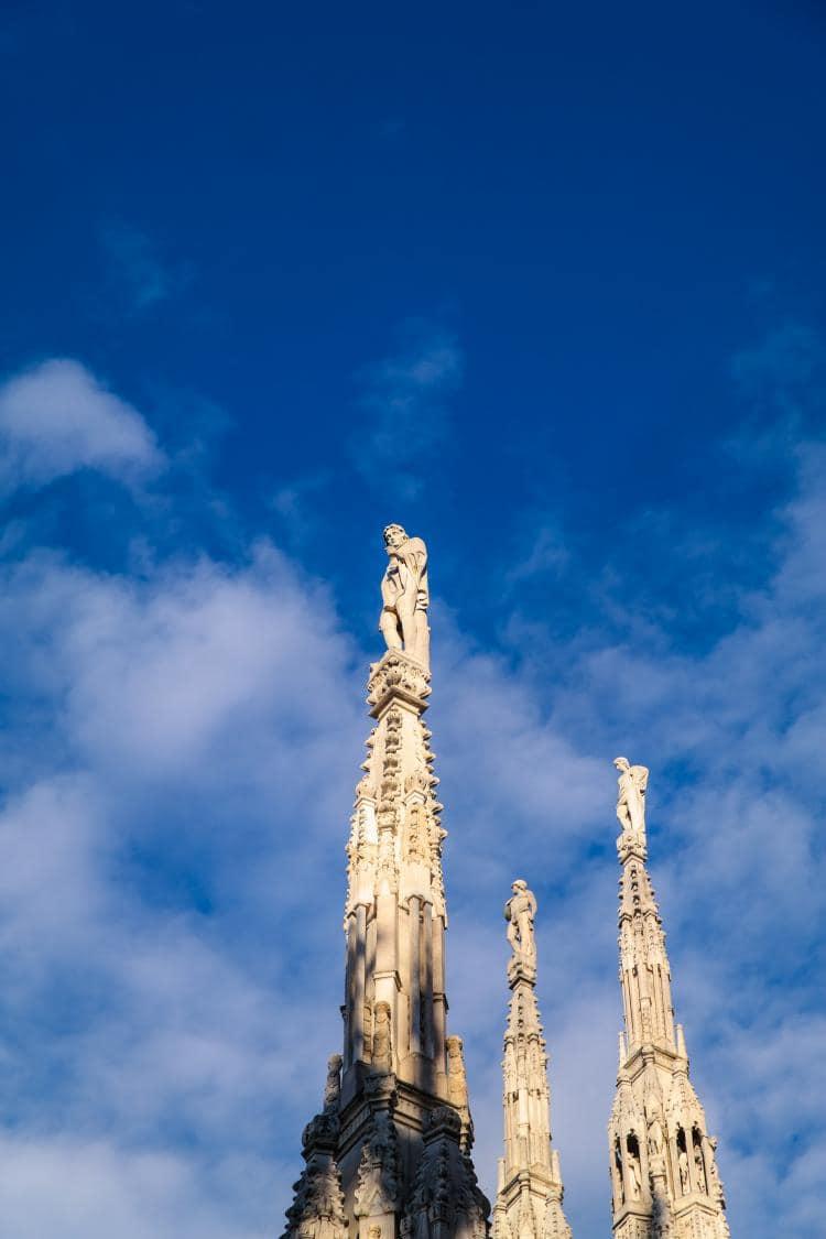 이탈리아 자동차 여행, 밀라노대성당 두우모 지붕에서 담아 본 조각상 정면 포착 , Image by Happist