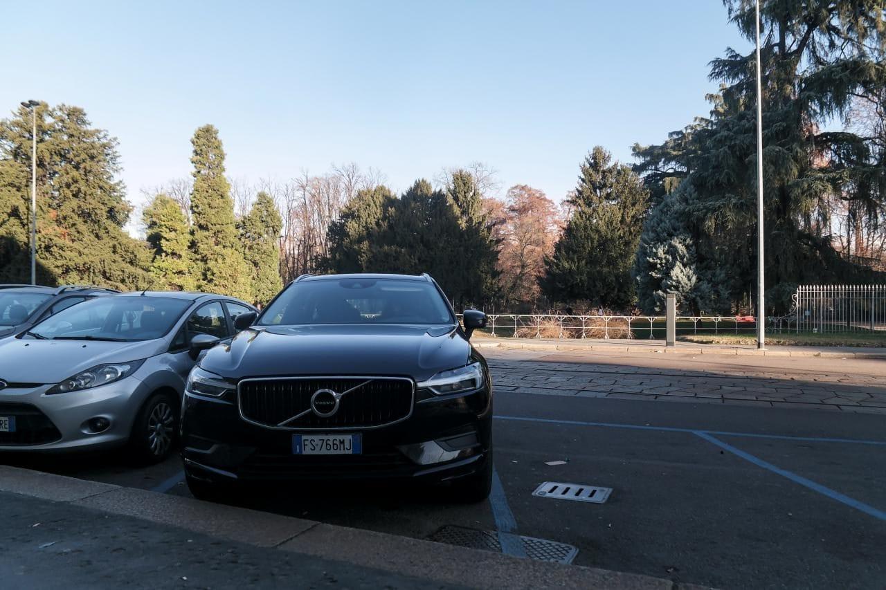 이탈리아 자동차 여행 - 밀라노 거리주차장에 주차한 모습,  Image by Happist