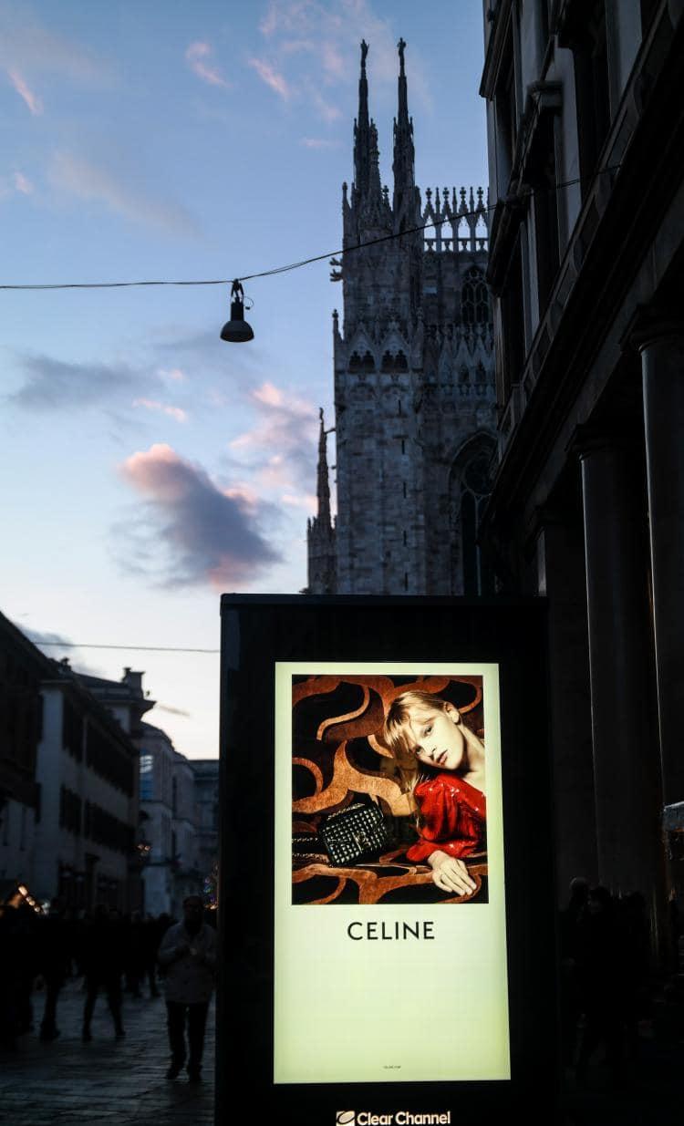 이탈리아 자동차 여행, 밀라노 두오모와 광고, Image by Happist-8742