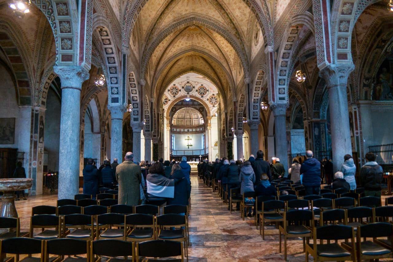 이탈리아 자동차 여행, 밀라노 산타마리아 델레 그라치에성당(Chiesa di Santa Maria delle Grazie) 내부 예배 모습, Image by Happist-8064