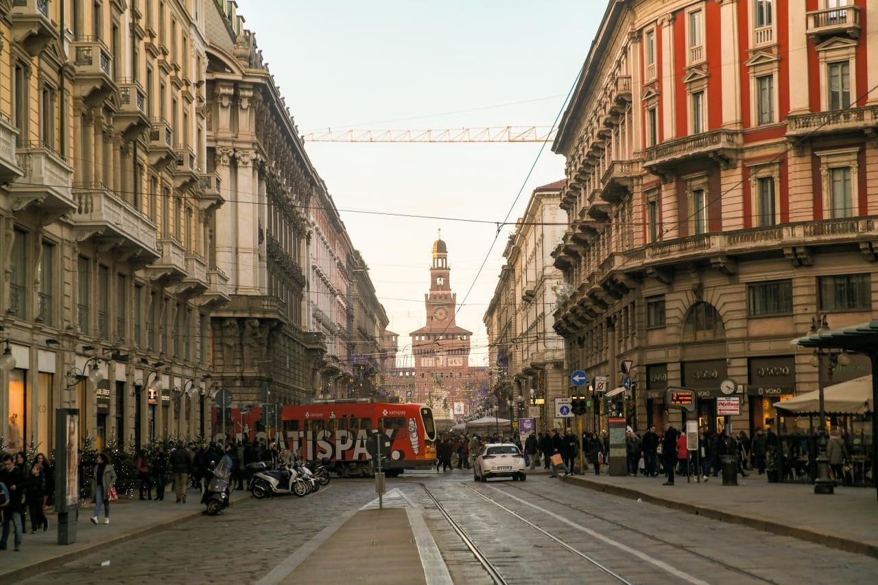 이탈리아 자동차 여행, 밀라노 시내, 트램이 다니는 풍경, Image by Happist-8683