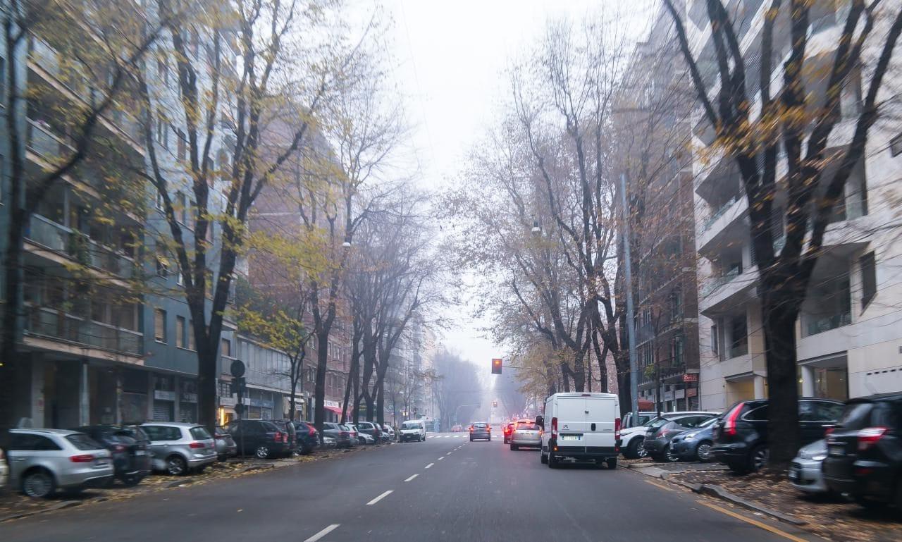 이탈리아 자동차 여행, 안개낀 밀라노 시내 마치 늦가을같은 정취를  풍긴다, Image by Happist