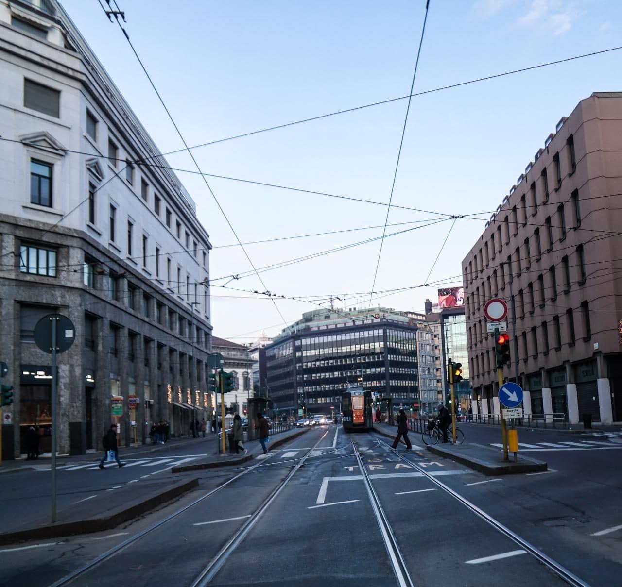 이탈리아 자동차 여행, 트램에서 내려ㅓ 담아 본 밀라노 사내 풍경 여기는 어디일까, Image by Happist-8724
