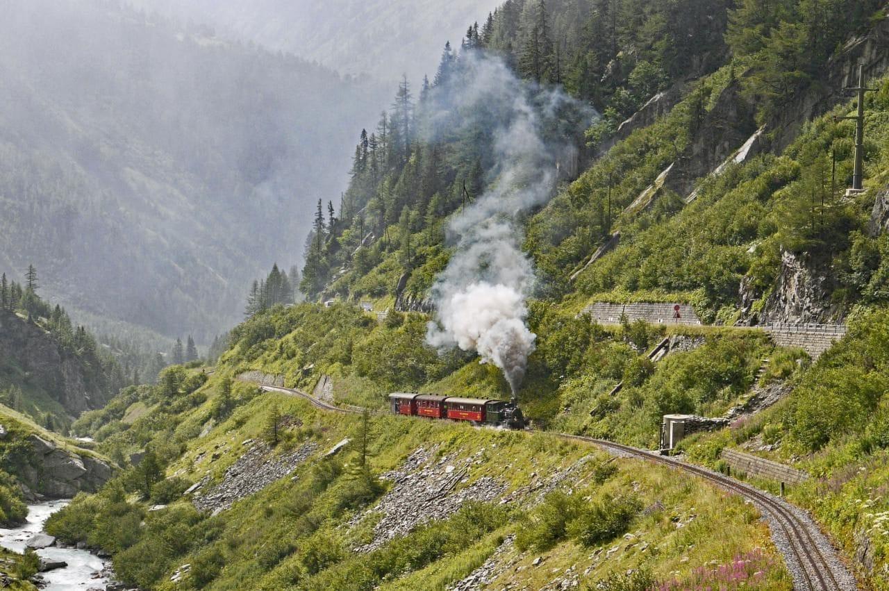 차스위스 푸르카 패스(Furka Pass) 론 밸리를 달리는 기처, Fruka-Bergstrecke DFB, Image - hpgruesen
