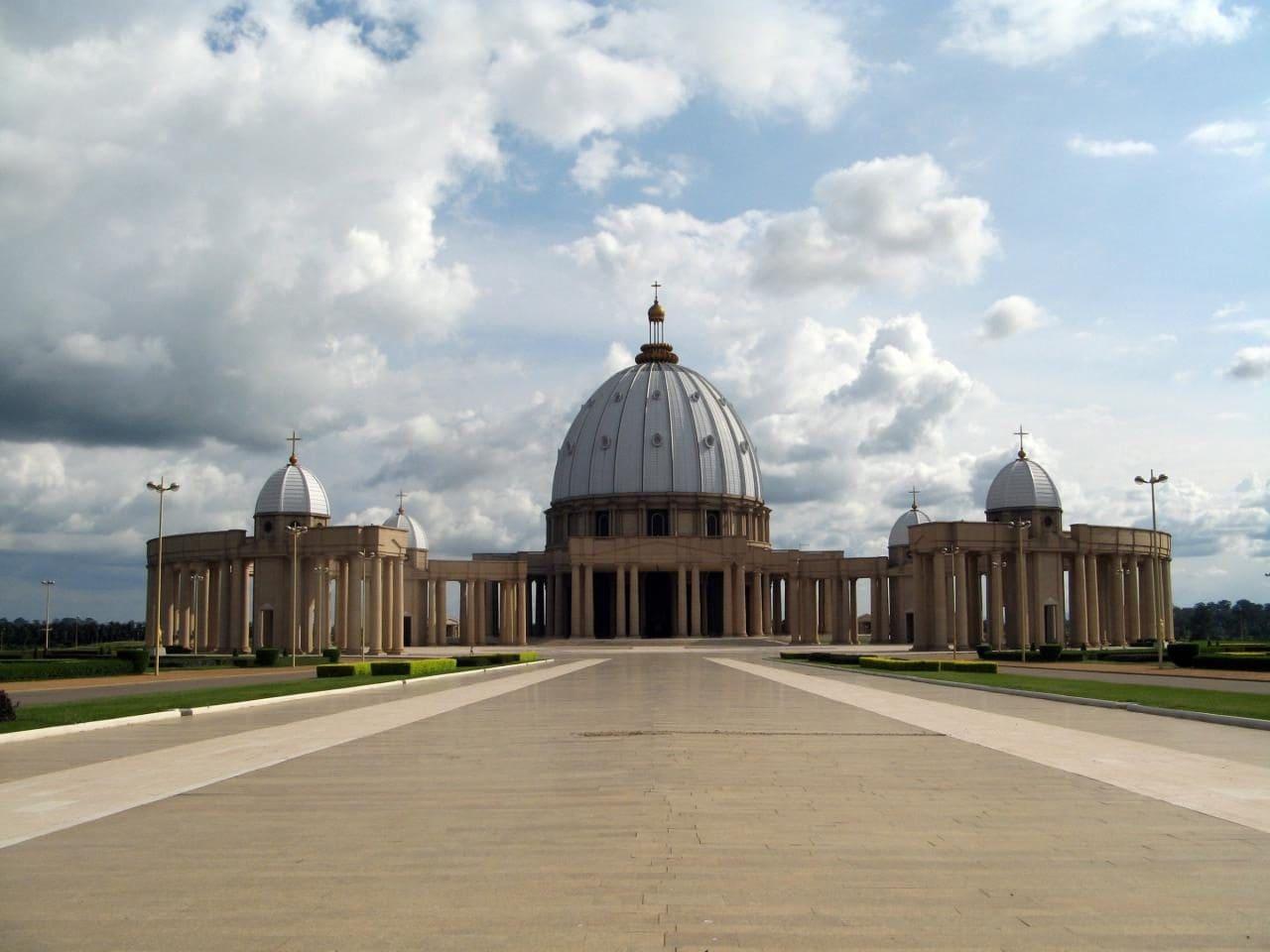 코트디부아르 야무수크로(Yamoussoukro)성모평화 대성당(Basilica of Our Lady of Peace), Image - Felix Krohn, Wiki