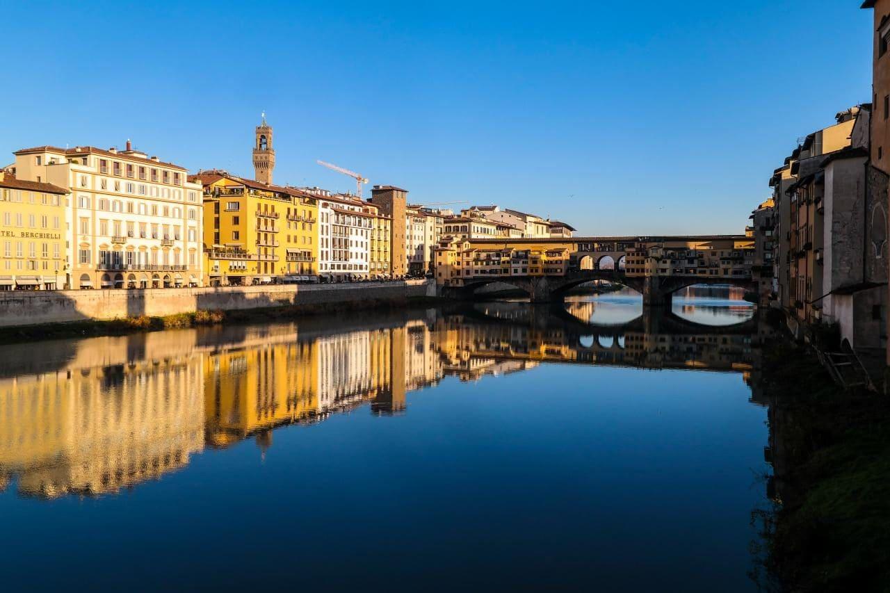 이탈탈리아 여행, 피렌체, 산타 트리니타다리(Ponte Santa Trinita)에서 바라본 베키오다리(Ponte Vecchio)와 베키오궁전(Palazzo Vecchio) 풍경, Image - Choi dongsoon