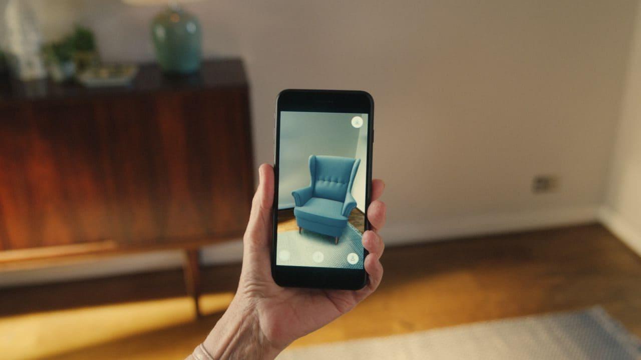 이케아의 증강현실 모바일 사용 장면, ikea try before you buy, 2018, Image - IKEA