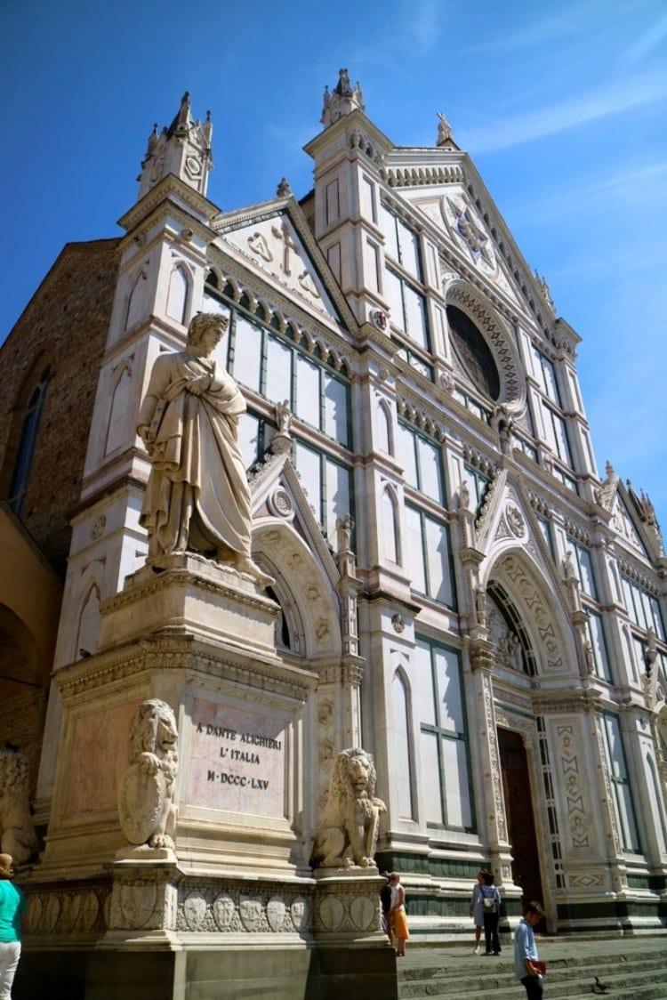 이탈리아 여행, 피렌체, 산타 크로체 성당(Basilica of Santa Croce in Florence) 왼쪽 출입구에 서 있는 단테 조각상
