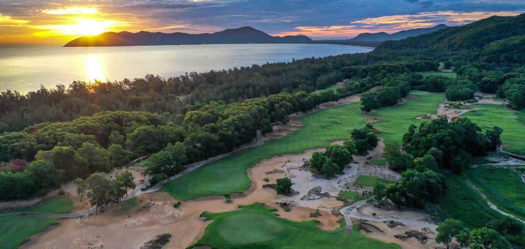 라구나 랑코 골프클럽(Laguna Lang Co Golf Club)의 일출 풍경