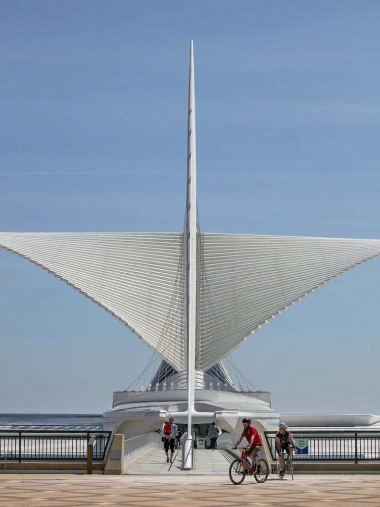 밀워키 미술관에 있는 Santiago Calatrava의 Quadracci Pavilion, Photo by 케빈 제이 미야자키(KEVIN J. MIYAZAKI)