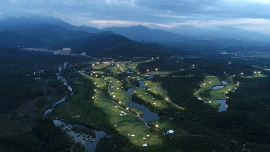 바나힐 골프클럽(Ba Na Hills Golf Club), 야간 조명한 모습