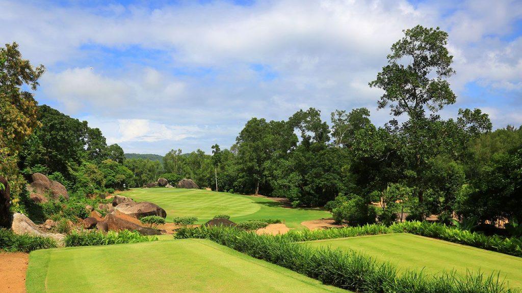 바나힐 골프클럽(Ba Na Hills Golf Club), 11번 홀, Laguna-Golf-Lang-Co-Best-Golf-Resort-Asia-11.j
