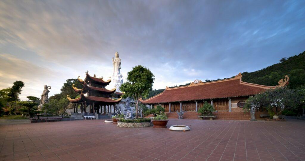 베트남 푸꾸옥 호국사( Chùa Hồ Quốc, 호꾸옥사원), Photo by Quangpraha