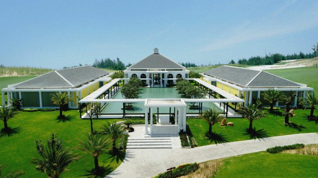 빈펄 골프 남 호이안(Vinpearl Golf Nam Hoi An) 인상적인 클럽하우스 전경