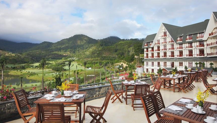 샴 투옌럼 골프 앤 리조트(Sam Tuyen lam Golf & Resort) 내 스위스벨 리조트 테라스 레스토랑 풍경