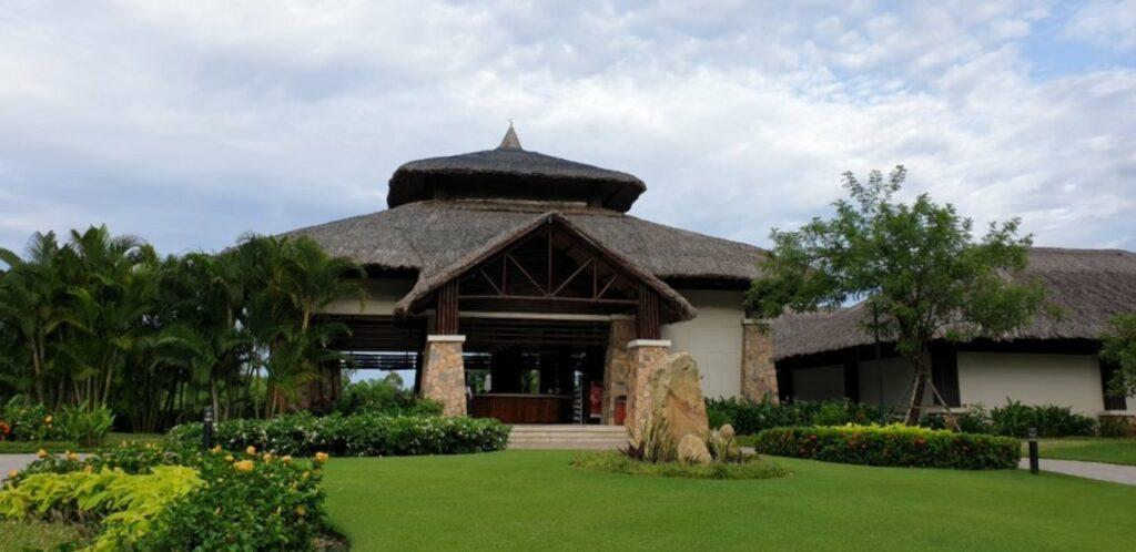 푸꾸옥 빈펄 골프장(Vinpearl Golf Phu Quoc) 클럽하우스 정면 풍경