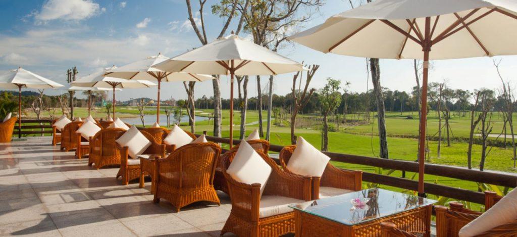 푸꾸옥 빈펄 골프장(Vinpearl Golf Phu Quoc) 클럽하우스 테라스 풍경