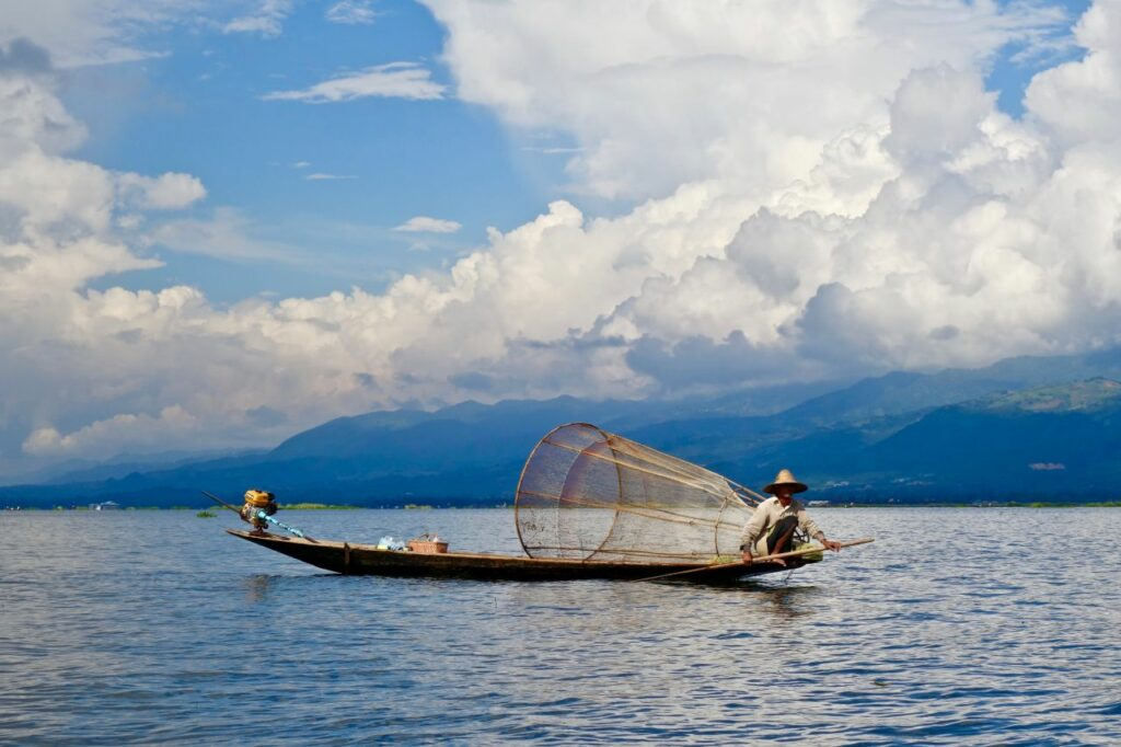 미얀마 인레 호수(Inle Lake)의 어부, Inle Lake, Myanmar, Photo by sebastien-goldberg