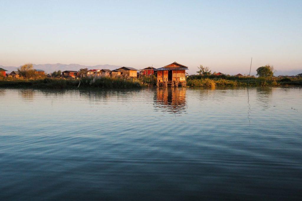 미얀마 인레 호수(Inle Lake) 수상가옥, le Lake, Taunggyi, Myanmar, Photo by bckfwd