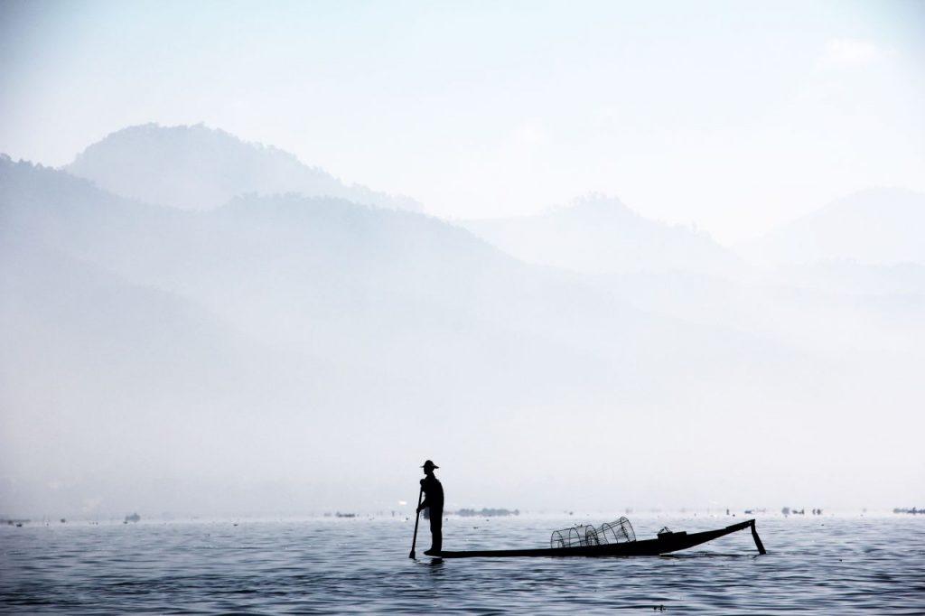 미얀마 인레 호수(Inle Lake), 안개 자욱한 호수의 어부, Photo by Peggy und Marco Lachmann-Anke