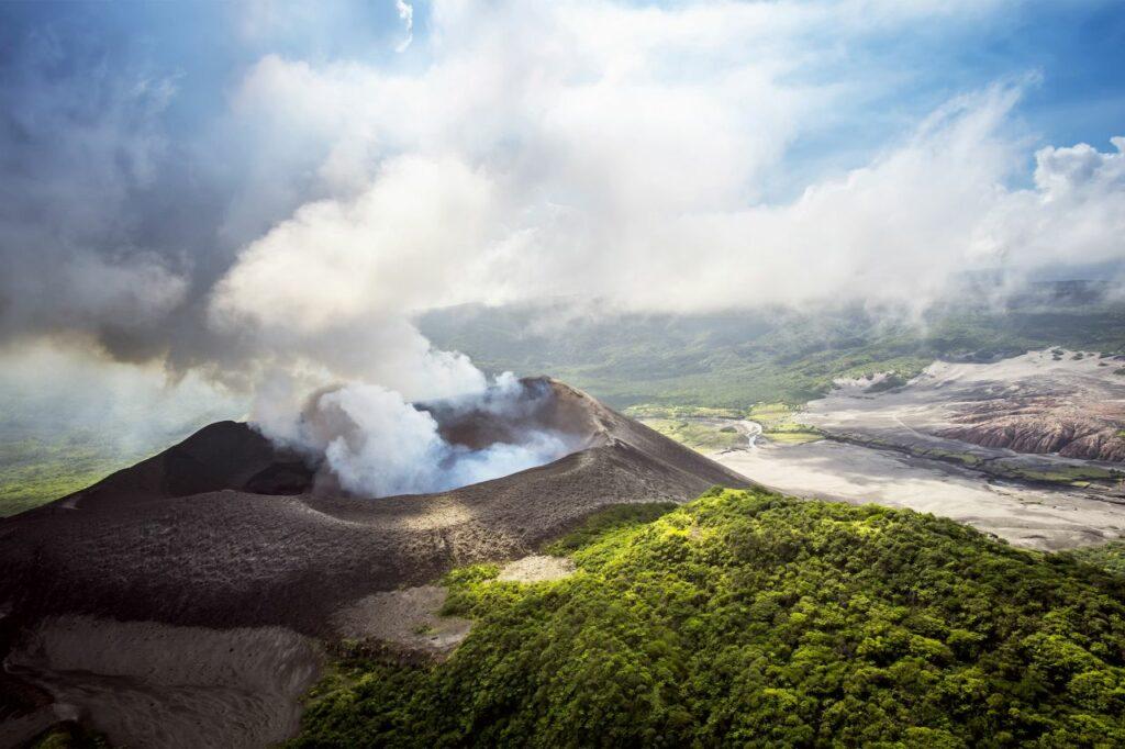 바누아투 화산트레킹, VANUATU, Image Source - Airbnb