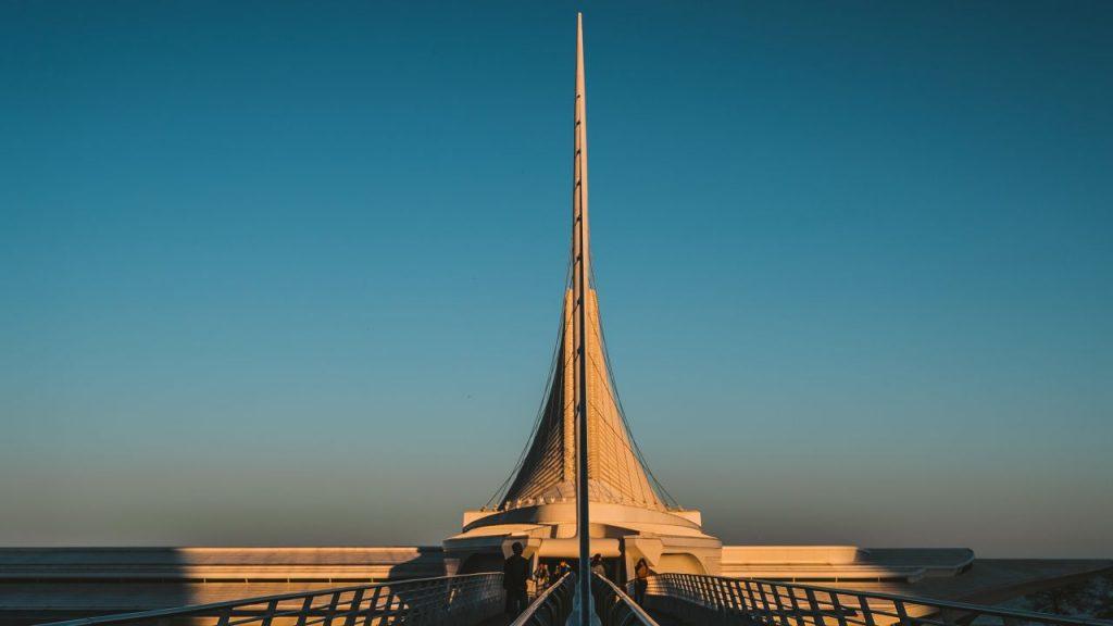 세계적 건축가인 산티아고 칼라트라바(Santiago Calatrava)가 건축한 밀워키 미술관의  Quadracci Pavilion, 미국 위스콘신주 밀워키 Milwaukee, WI, USA, Photo by Wei Zeng