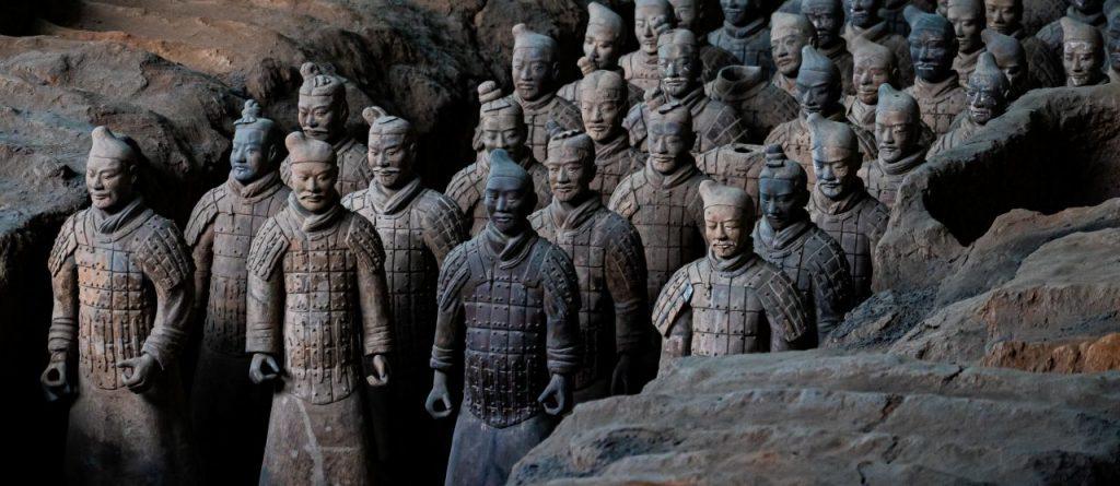 중국 시안 병마용 갱의 병마 모습, Emperor Qinshihuang's Mausoleum Site Museum, Lintong, Xi'an, Shaanxi, China, Photo by kevin-olson