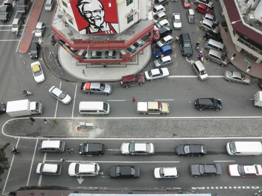 코타키나발루 거리 교통 체증, Photo by Jason Thien