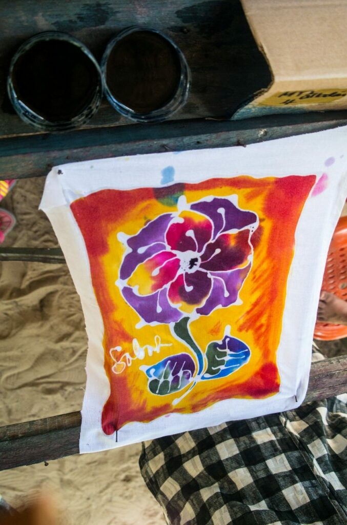 코타키나발루 맹그로브 투어 중 바틱  페인팅 체험으로 완성한 그림-04224677