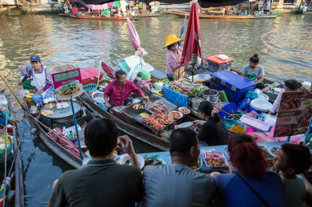 태국 암파와 수상 시장(Amphawa Floating Market), 보트위 매대, Photo by Moody Man